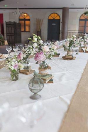 Mosnes, France: Notre salle de restaurant décorée pour vos mariages .