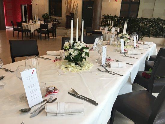Mosnes, France: Notre salle de restaurant décorée pour vos mariages