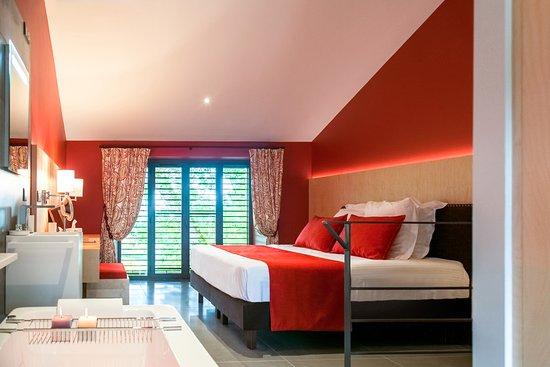 Chambres d 39 h tes domaine de naz re b b avezan voir les for Hotel design occitanie