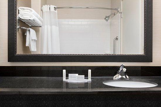 FAIRFIELD INN DUBUQUE $94 ($̶9̶9̶) - Updated 2018 Prices & Hotel ...