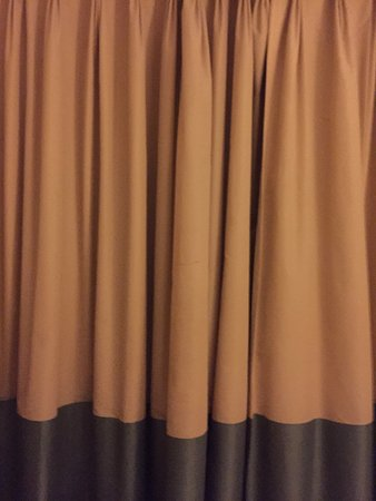 Bromsgrove, UK: stained curtains