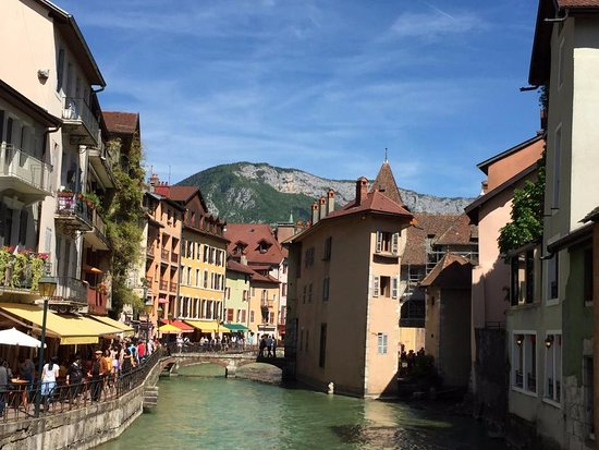 Annecy fleurie picture of la vieille ville annecy for Hotel piscine annecy