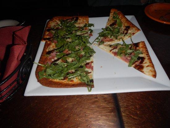 Stevensville, MD: arugula flat bread pizza