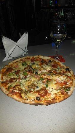 Restaurante el jardin en marbella con cocina pasta y for Pizza jardin precios