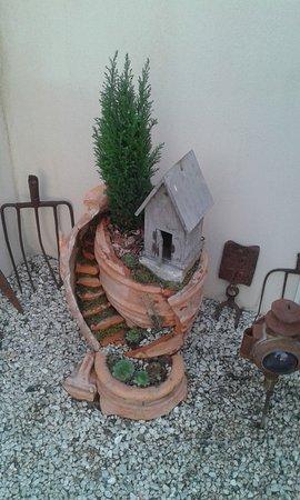 Lacoste, Francia: The garden of Clos des lavandes