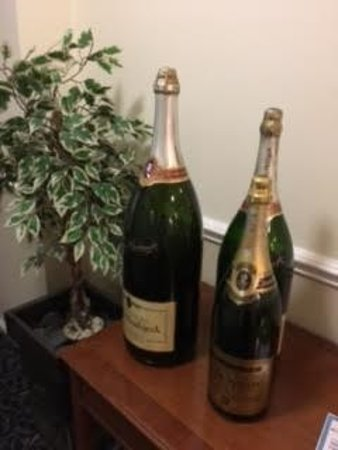 Gwesty Rossett Hall Hotel - some large bottels of 'bubbly' at the hotel