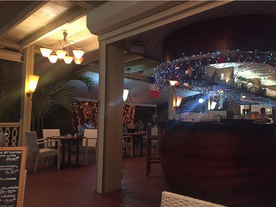 Le  Calypso: À noite, o lugar tem um clima romântico e descontraído.