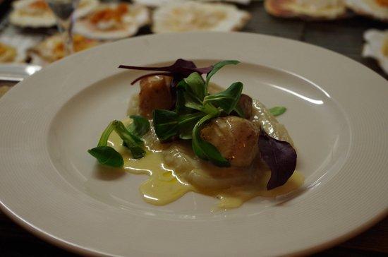 Le Turbot : Duo de foie gras poêlée et St Jacques , mousseline de Topinanbours