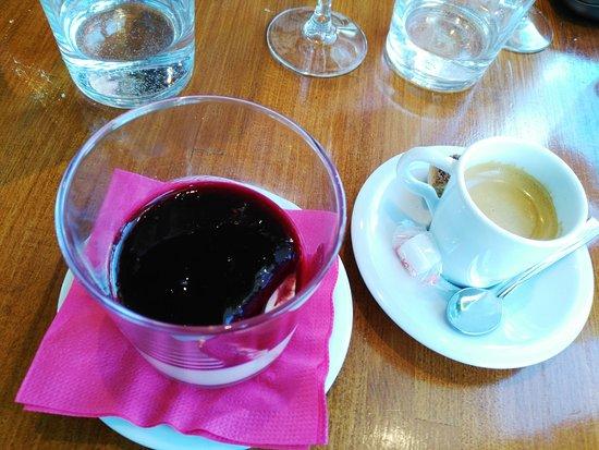 Restaurant la Nautique : Panna Cotta au coulis de fruits rouges