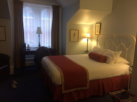The Priory Hotel: Standard room, third floor