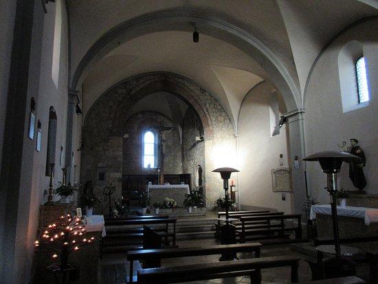 Monteriggioni, Italy: L'interno, sobrio e gradevole