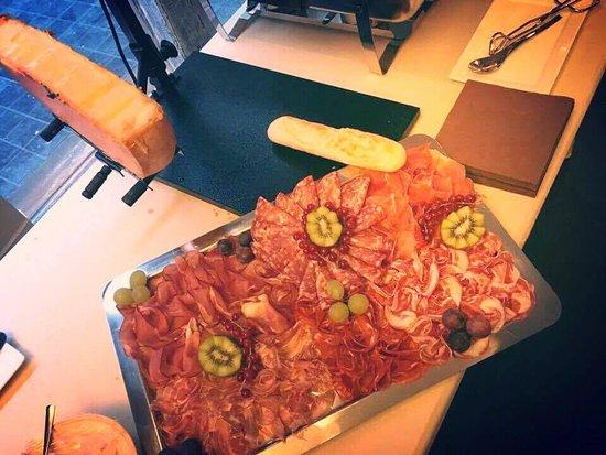 Oudenaarde, Belgia: Winterwarmte 2016: Raclette met allerlei charcuterie