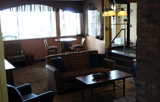Minocqua, WI: Hotel Lobby with Fireplace