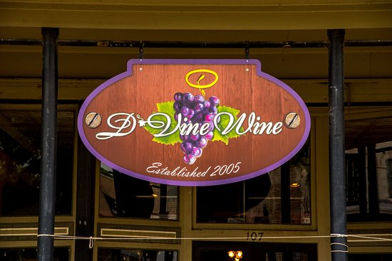 D'Vine Wine located on the Historic Granbury square