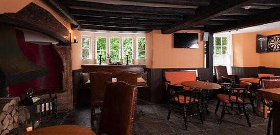 Shipton under Wychwood, UK: Autumn Bar
