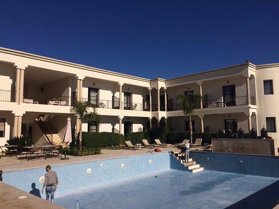 Villa Agapanthe: piscina - detalhe: foto no inverso e a piscina estava em manutenção