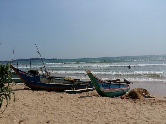 Weligama, Sri Lanka: на пляже Веллигамы