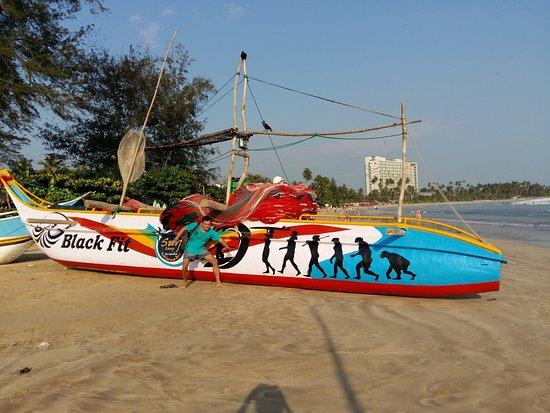 Weligama, Sri Lanka: рыбацкая лодка