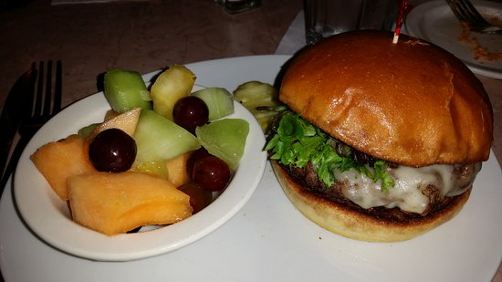 Waynesboro, VA: Burger and fruit cup