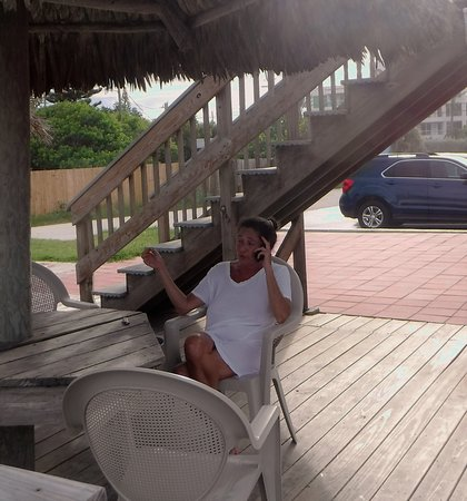 Anthony's On The Beach: another friendly traveler enjoying the lower deck.