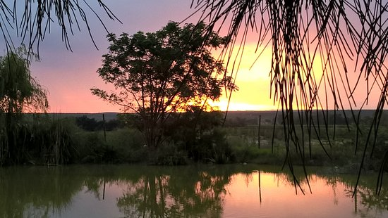 Addo, Sudáfrica: Sunset at the dam on the deck