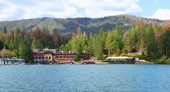 Bass Lake, Kalifornien: Pines Resort in the summer