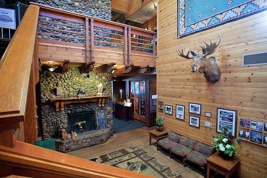 Bass Lake, Kalifornien: Ducey's on the Lake lobby