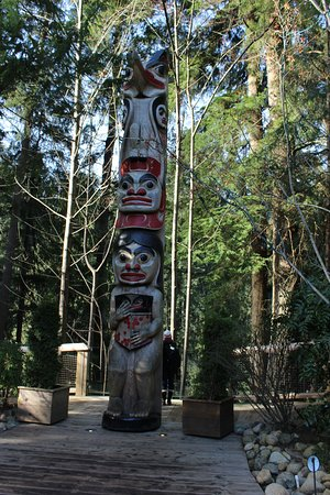 North Vancouver, Canadá: Lots of great, huge totems on display.