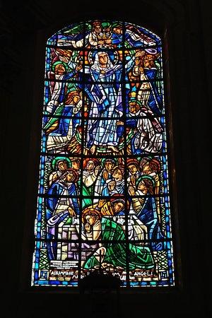 L'Église Notre-dame De Chantilly : Vitrail latéral