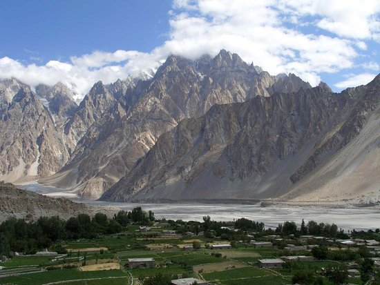 Gilgit-Baltistan, Πακιστάν: Pasu im oberen Hunza-Tal, hinten links Zugang zum Shimshal-Tal