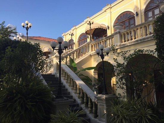 Praya Palazzo: the front facade