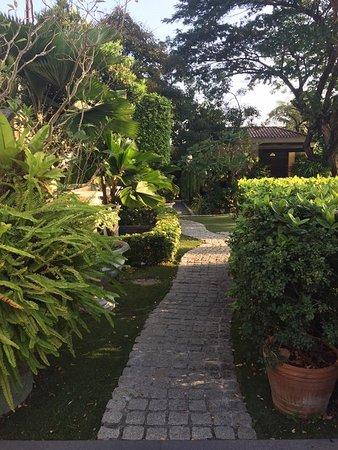 Praya Palazzo: beautiful walkways throughout