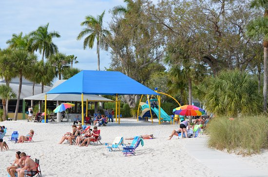 Cape Coral Yacht Club: Playground area with shade