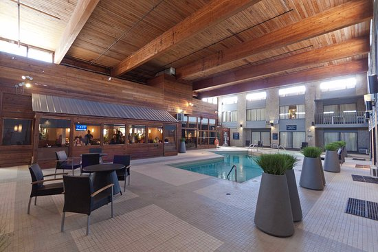 Sandman Hotel Revelstoke Photo