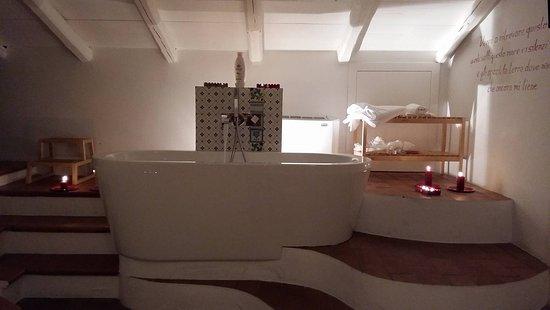 Bagno In Camera Design : L appartamento da stanze in mq focus