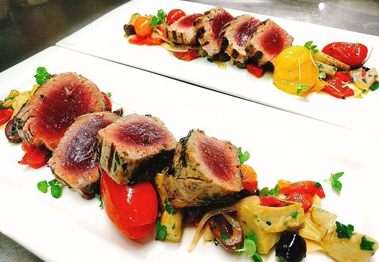 ORO Restaurant: Tuna & roasted red pepper, medley cherry tomato, artichoke, shaved fennel
