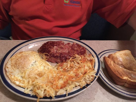 Cathedral City, Καλιφόρνια: Eggs over easy with corned beef and hash browns