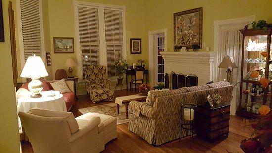ยูเฟาลา, อลาบาม่า: Living Room - Magnolia Bedroom