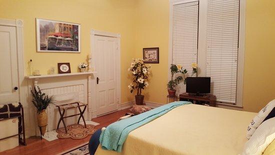 Eufaula, AL: Living Room - Magnolia Bedroom
