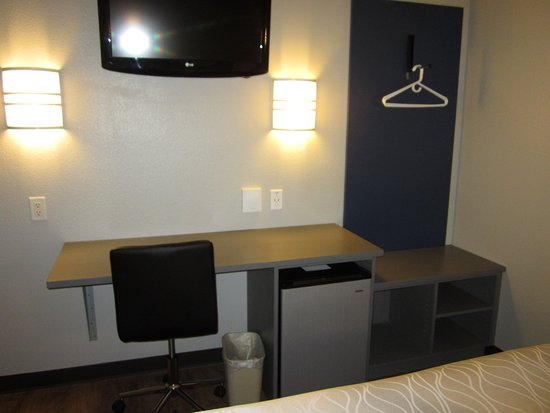 Saint Robert, MO: Flat Screen TV and Desk with closet, storage and mini-refrigerator