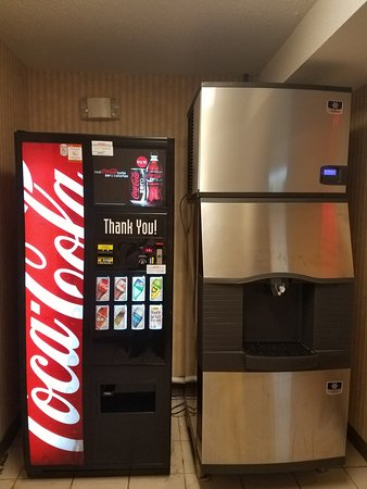 Quality Suites: 2nd Floor Vending