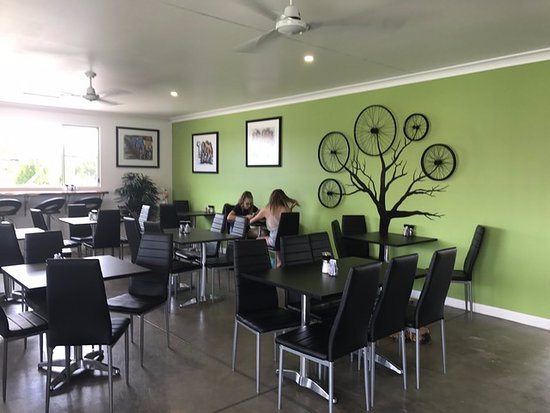Narrabri, Australia: Relax in the cool for breakfast or lunch.