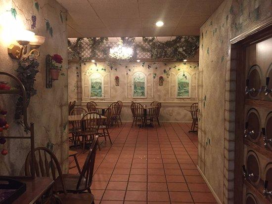 Village Pizzeria: lovely inside