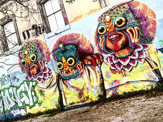 Bonne Série à Voir : street art tr s bonne surprise voir picture of quartier du gabut la rochelle ~ Medecine-chirurgie-esthetiques.com Avis de Voitures