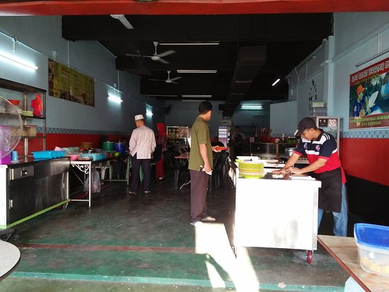 Roti Canai Terbang: roti prata in the making