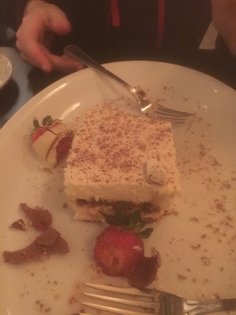 Red Bank, NJ: Enjoyable meal. Photos of the tiramisu and coffee