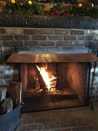 ชาร์ลอตส์วิลล์, เวอร์จิเนีย: Fireplace in first dining room