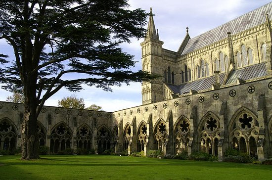 Salisbury, Stonehenge and Bath Day Trip...
