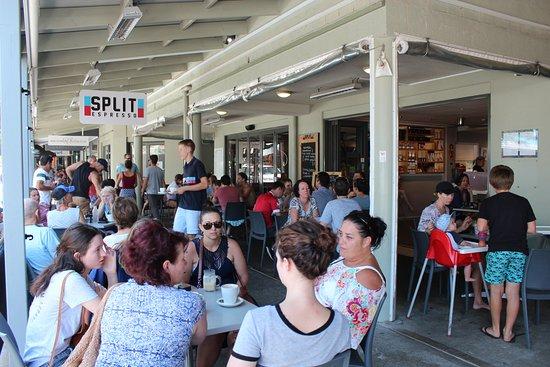 Sawtell, Australia: Pavement dining is very popular