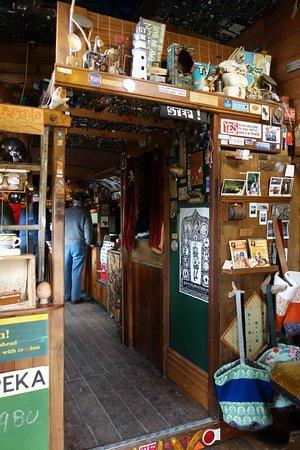 Papatowai, Nueva Zelanda: Lost Gypsy Gallery bus